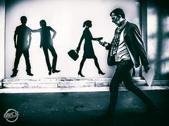 Connecté (davcsl) Tags: blackwhite bw biancoenero blackandwhitephotosonly callejerastrassenfotografie davcsl france gard homme languedocroussillon monochrome monotones masculin men téléphone occitanie people photographiederue photoderue southoffrance streetphotography street urbanstreet urban gsm smartphone nimes nîmes
