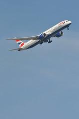 BA0139 LHR-BOM (A380spotter) Tags: takeoff departure climb climbout bank banking turn belly undercarriage landinggear extended deployed down boeing 787 9 900 dreamliner™ dreamliner zb369 gzbkh internationalconsolidatedairlinesgroupsa iag britishairways baw ba ba0139 lhrbom runway09r 09r london heathrow egll lhr