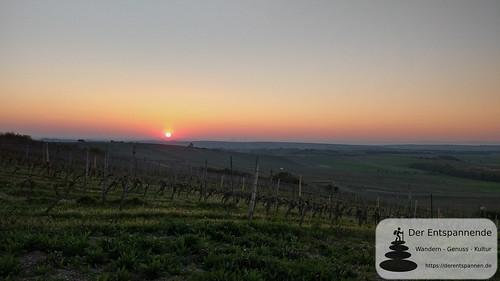 Sonnenaufgang an der Selzstellung der Hiwweltour Zornheimer Berg