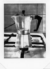 dans la cuisine - cafetière (JJ_REY) Tags: cafetière coffeemachine moka instantphoto peelapart polaroid t52 4x5 largeformat toyofield45a rodenstock aposironarn150mmf56 colmar alsace france