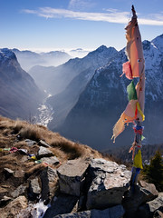 Tibetan flags watching over (Marco MCMLXXVI) Tags: alagna valsesia riva valdobbia cima mutta mountain montagna alps alpi italy europe landscape scenery nature outdoor hiking canyon cliff valley summit sky tibetan flags peaks ridge ridges sony a6000 ilce6000 pz1650 rawtherapee