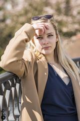 Noémie pensive. (Philippe Bélaz) Tags: noémie chic femme lunettes modèles ombres portrait portraits regard