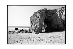 Côte sauvage, Quiberon (JJDuvoisin) Tags: pentax spotmatic 24mm ilford fp4 hardwaresp
