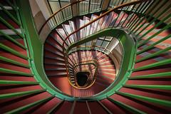 Red and green (Elbmaedchen) Tags: staircase stairwell stairs stufen steps treppenauge treppenstufen treppenhaus escalier roundandround interior upanddownstairs helix spirale spiral architektur architecture beauty abwärts holz geländer linoleum