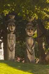 Bariloche II - Escultura Madera (Pablo Begni) Tags: argentina bariloche patagonia pasto color encuadre luz rionegro estatuas madera arboles vegetacion hojas reflejos tallado troncos arte
