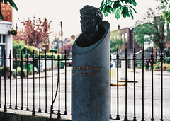 BUST OF SEAMUS HEANEY BY CAROLYN MULHOLLAND [IN SANDYMOUNT GREEN]-151848 (infomatique) Tags: sandymountgreen dublin bust publicart seamusheaney carolynmulholland sculpture memorial statue streetphotography williammurphy infomatique fotonique sony a7riii zeiss batis 85mmlens poet