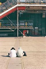 L'Immensité. (Adrien GOGOIS) Tags: paris beaubourg centre pompidou minolta xd7 fujicolor 200 tokina atx 3570mm f28 people street place pavement floor color colorful film camera vintage old classic legacy third party fast constant aperture zoom lens glass perspective twice white back sit sitting line city urban life tourist
