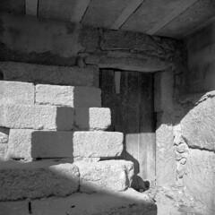 At Peroviseu - the mystery entrance (lebre.jaime) Tags: portugal beira peroviseu architecture entrance hasselblad 500cm cf3560 distagon kodak portra160120 portra160 iso125 analogic film120 6x6 mf mediumformat squareformat ptbw blackwhite bw noiretblanc pb pretobranco epson v600 affinity affinityphoto