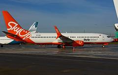 UR-SQH (Sky Up Airlines) (Steelhead 2010) Tags: skyup boeing b737 b737800 yhm urreg ursqh
