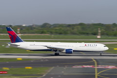 N833MH Boeing 767-432(ER) (Disktoaster) Tags: dus düsseldorf airport flugzeug aircraft palnespotting aviation plane spotting spotter airplane pentaxk1