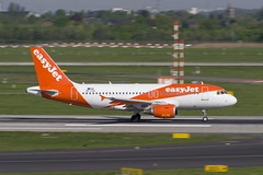 OE-LQJ Airbus A319-111 (Disktoaster) Tags: dus düsseldorf airport flugzeug aircraft palnespotting aviation plane spotting spotter airplane pentaxk1