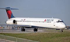 N996DL - McDonnell Douglas MD-88 - YYZ (Seán Noel O'Connell) Tags: deltaairlines n996dl mcdonnelldouglas md88 torontopearsoninternationalairport yyz cyyz 06l dl1892 dal1892 atl katl maddog aviation avgeek aviationphotography planespotting