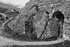 castelo castro laboreiro (MaRuXa fotografía) Tags: canon maruxa byn ruinas portugal castillo castelo castro laboreiro melgaco monte penedageres parque nacional