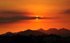 pássaros... (Ruby Augusto) Tags: pordosol sunset mountains montanhas ontheroad naestrada sun clouds nuvens sol pássaros birds