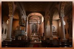Pasqua a Labin (Super Mario Bros1) Tags: labin albona istria croazia chiesa colonne banchi raggio