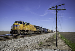 UP 4294 - Bement, Illinois (backlitkid) Tags: sd70m up4294 freight trains railroading railfanning codeline emd sd402 up ns mec