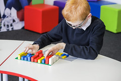 HighRes_Braille-Bricks_child_3