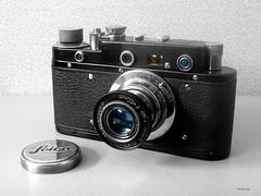 Leica_schwarz-gold_1_bw-farb_tx_P1160679 (said.bustany) Tags: bruchköbel hessen leica zorki kopie fälschung schwarz gold kamera camera kleinbild