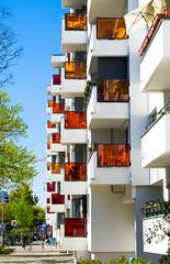 20190418-035 (sulamith.sallmann) Tags: architektur ackerstrase balkon balkone bauwerk berlin brunnenviertel bunt city deutschland europa farbenfroh gebäude haus mitte neubau platte plattenbau saniert stadt urban wedding sulamithsallmann