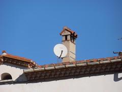 Prats de Molló (visol) Tags: xemeneies tximinia xememeie chimneys chimeneas cheminées camino chamine tejados teulades tejas tejado teulas arquitectura roofs pyrenees pyrénées pirineu pirineo france francia frança kaminköpfe barbacana chimney