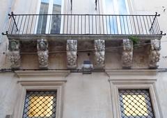 Lecce (Apulia-Italia). Vía Vittorio Emanuele II. Balcón de una casa (santi abella) Tags: lecce apulia puglia italia
