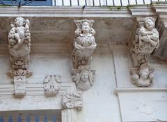 Lecce (Apulia-Italia). Palacio Falconieri. Detalle de ménsulas del balcón (santi abella) Tags: lecce apulia puglia italia