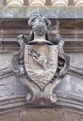 Lecce (Apulia-Italia). Edificio en la Placita del Arco di Prato. Escudo (santi abella) Tags: lecce apulia puglia italia heráldica escudos