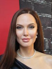 Wax Angelina Jolie sidewalk display Madame Tussauds 7141 (Brechtbug) Tags: wax angelina jolie sidewalk display madame tussauds 42nd street midtown manhattan museum nyc 04252019 new york city 2019 birthday royal uk england brit britain british tussaud s mannequin mannequins dummies dummy