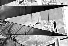 Abstracción picassiana (Osruha) Tags: gasnatural barcelona barna bcn cataluña catalunya catalonia españa espanya spain edificio edifici building reflejo reflexe reflection retrato portrait blancoynegro blancinegre blackandwhite bw bn nikon nikond750 nikonistas d750 urbano urban urbà ciudad ciutat city
