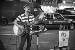 Street Artist - Mr. Wally (Japan) (von Calven Lee) Tags: blackandwhite hongkong candid leica kowloon m10p streetartist 11817