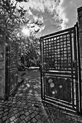 Gris XV (Tonton Gilles) Tags: alençon normandie hdr noir et blanc paysage urbain gris série nuages orage rue du collège îlot aveline école de musique médiathèque entrée portail contrejour soleil rayons flare