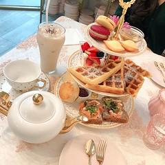 Waffle lovers💕💕 @roseandblanctearoom . Weekend RSVP 👉www.roseandblanctearoom.com . @graceyourself__ . . . #teatime #instatea #tealovers #teaaddict #lafood #lafoodie #fooddiary #discoverla #waffle #wafflelover #wafflelove (Rose & Blanc Tea Room) Tags: party venue bridal shower baby tea room house
