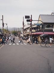 Arashiyama 嵐山(Kyoto Japan ) (Wan.L) Tags: m43 olympus penf people road mountain kyoto japan streetphotography streetview streetphoto street オリンパス 風景 山 街景 京都 日本 嵐山
