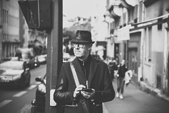 Tie up loose ends (.KiLTRo.) Tags: kiltro fr france paris street portrait bw blackandwhite life urban man hat glasses dof nikond750