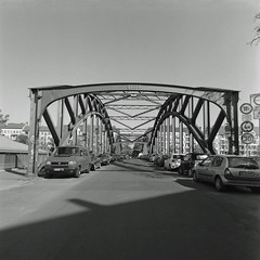 Brücke Ilsestraße Berlin  Neukölln 21.4.2019 (rieblinga) Tags: berlin neukölln brücke ilsestrase 2142019 analog rollei 6008 ilford fp4 sw adox rodinal 150