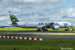 Air-Austral Boeing 777-300ER _ F-OLRE (thibou1) Tags: thierrybourgain cdg lfpg spotting aircraft airplane nikon d810 tamron sigma airaustral boeing boeing777 b777 b777300er folre taxiing iledelareunion