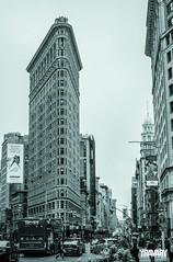 Flatiron Building, 5e Avenue, Flatiron District, New York (yravaryphotoart.com) Tags: flatironbuilding newyork building yravaryphotoart yravary canon canoneos7d canonef40mmf28stmpancake