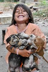 Assurini do Xingu (pguiraud) Tags: assuriniasurinidoxinguindiens indios indienamérindienspovosindigenassergeguiraudrioxinguxinguamazonieamazonamazoniaportraitenfantschildrencriançasjeuxchiens