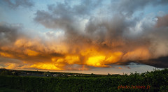 Arc-en-ciel sous un nuage (louis.labbez) Tags: 2019 59 france labbez nature nuage paysage sky nord campagne ciel jaune noir neuvilly arcenciel rainbow village cloud hautsdefrance