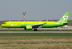 VQ-BDI S7 - Siberia Airlines Airbus A321-271N (Osdu) Tags: s7 s7airlines airbus a321 エアバスa321 spotting planespotting avia aviation domodedovo airport dme uudd аэропорт домодедово aircraft airplane avion aeroplano aereo 机 vliegtuig aviao uçak аэроплан samolot flugzeug luftfahrzeug flygplan lentokone aeroplane طائرة letoun fastvingefly avión lennuk هواپیما flugvél aëroplanum самолёт 固定翼機 飛機 vqbdi