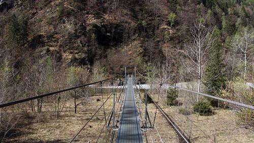 Hängebrücke über die Maggia auf der Seite von Someo