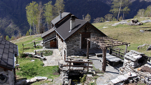 Restaurierte Rustici im Bergweiler Cropp (709 m.ü.M.)