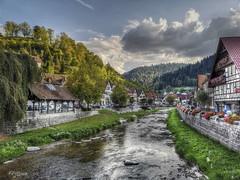 Schiltach - Alemania (Germany) (Capuchinox) Tags: rio river nubes clouds cielo sky montañas mountains alemania germany hdr schiltach selva huawei