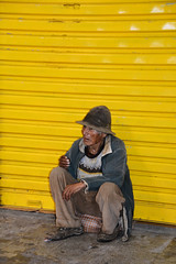 old man Bolivia _2009 (ichauvel) Tags: homme man vielhomme oldman repos rest rideaujaune regarder looking sucre régiondechuquisaca amériquedusud southamerica amériquelatine marché market portrait
