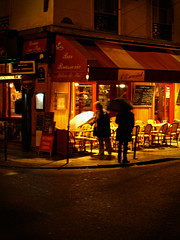 Paris:  Oct 18, 2006    Europe no. 2 folder Oct3 to 26 2006 120 (waitingfortrain) Tags: parisfrance brasserie parisatnight