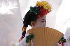 (cherco) Tags: japan japon girl paint flower portrait composition composicion canon colour niña light retrato beauty abanico fan procession religion geisha moment city kyoto white happyplanet asiafavorites
