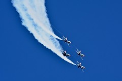 Descent:  USAF F-16 Thunderbirds (Ginger H Robinson) Tags: descent usaf airforce f16 aerobatic demonstration aircraft jet aviation flight thunderoverthebayairshow airshow travisairforcebase fairfield california sky smoke