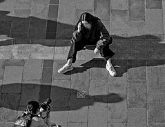 Photographer and Model (Photo Alan) Tags: vancouver vancouverdowntown monochrome blackwhite blackandwhite people model photographer shadow shadowplay