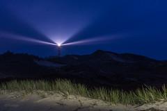 Leuchttum in der Nacht (Tholiger) Tags: amrum leuchttum amrumerleuchtturm leuchttumindernacht nachts leuchtfeuer nachtaufnahme dünen strand insel nordsee lichtstrahlen lichtmalereidünengras gras