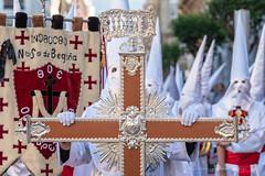 La Cruz (Juan Ig. Llana) Tags: bilbao bizkaia vizcaya euskadi españa semanasanta religión procesión cruz hermandad cofradía cofrades nazarenos capirotes túnicas fajín pendón estandarte inri jesuitas